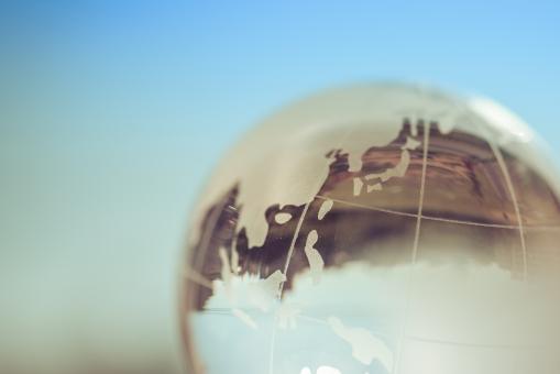 環境 アース 海外 環境問題 ワールド エコロジー エコ ガラス 日本 クリスタル 青空 青 芝生 こども 公園 子ども 将来 未来