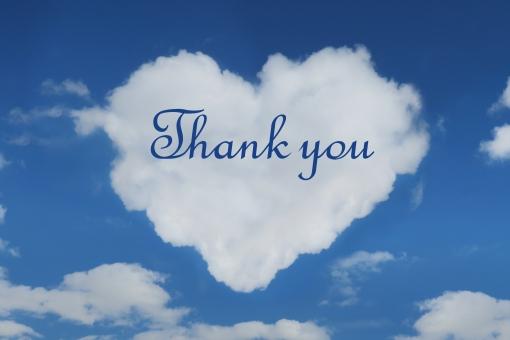 ハート型の雲と感謝のメッセージの写真