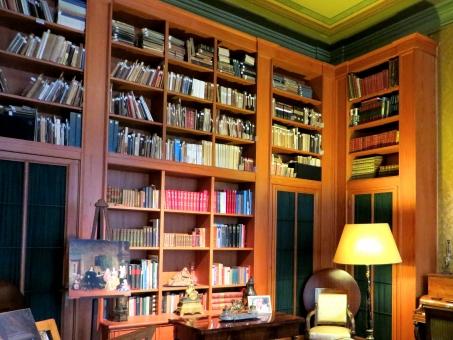 図書館 図書室 サロン アトリエ ラウンジ 本棚 スタンドライト 書籍 本 書物 豪華 ゴージャス ラグジュアリ 高級 オランダ アムステルダム 集中 仕事 作業 考える 思考