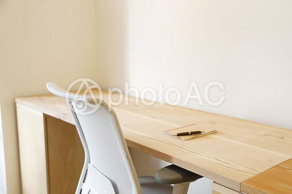 机と椅子3の写真