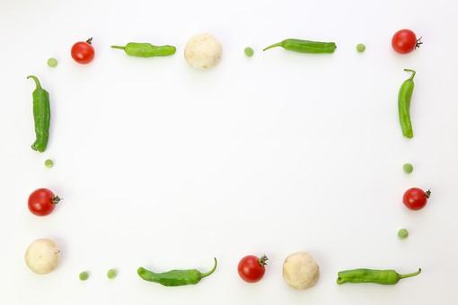 野菜 えんどう エンドウ 豌豆 スナップえんどう スナップエンドウ 食材 新鮮 室内  素材 きれい 鮮やか 可愛い 無人 飲食 美味しい 新鮮な 鮮やかな   背景  食べ物 食べる 健康 フレッシュ 自然 ダイエット ベジタブル ベジタリアン ビーガン マクロビオティック 菜食 整列した 整列 並ぶ 料理 買い物 スーパー 粒 転がる グリーンピース ミニトマト トマト フレーム 野菜フレーム 枠 マッシュルーム きのこ ししとう 獅子唐 唐辛子