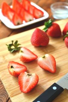 白バック 産業 strawberry fruit 採れたて 植物 実 へた コストコ 海外イチゴ 海外苺 苺狩り 甘い果物 メイソンジャー ガラスのビン ガラスの瓶 ブラックベリー 2種類のイチゴ ミックスベリー まな板 いちご ストロベリー ブルーベリー ミックスジュース スムージー 春 赤 ビタミン 果物 果実 背景 食べ物 食べる フルーツ 健康 フレッシュ 新鮮 自然 ダイエット 食材 農業 果樹園 美容 木目 テーブル 苺 イチゴ