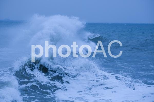荒波の写真