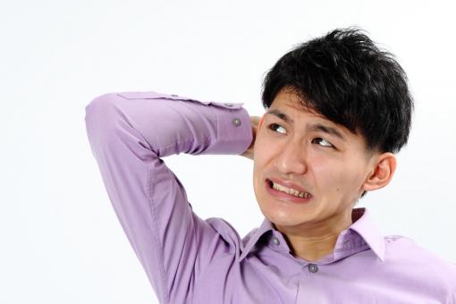 人物 生物 人間 男性 若い 青年 アジア アジア人 日本 日本人 ポーズ モデル カジュアル ラフ バストアップ 上半身 ボディランゲージ 示す 伝える 意志 コミュニケーション 手 ハンドサイン 頭を抱える 失敗 パニック mdjm002