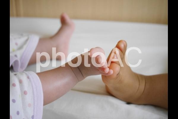 兄弟の足の写真