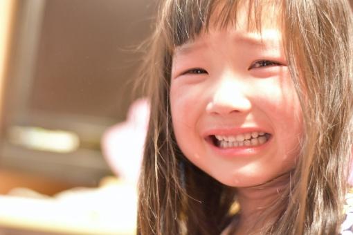 子供 子ども こども 女の子 mdfk023 泣き顔 泣く 涙 悲しい