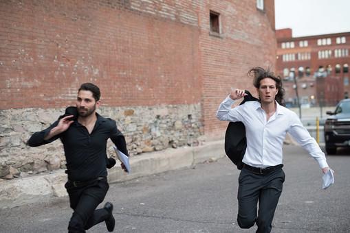 「逃げる 男性 画像 ac」の画像検索結果