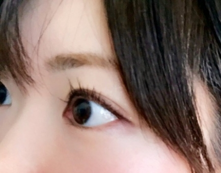 日本人 女 女性 美容 アップ おでこ 真剣 メイク 黒髪 瞳 クローズアップ 目 ビューティー 肌 まつげ マスカラ 二重 前髪 目力 眉毛 黒目 まつ毛 白目 まぶた 目薬 アイライン スキン まゆげ ドライアイ 奥二重