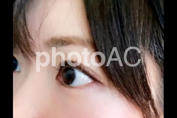 女性の瞳(アップ)の写真