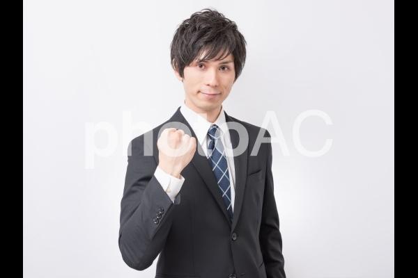 ガッツポーズするビジネスマン 3の写真