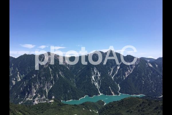 大観峰から望む黒部湖の写真