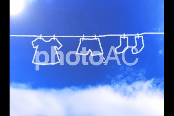 青空に洗濯物の写真