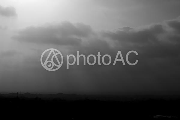 白黒 曇り空の写真