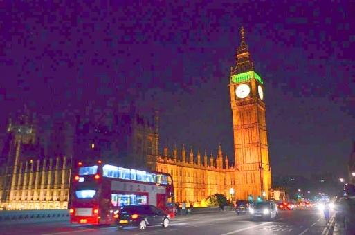 ビッグベン ロンドン イギリス 夜景 London 赤 光 車 夜 時計