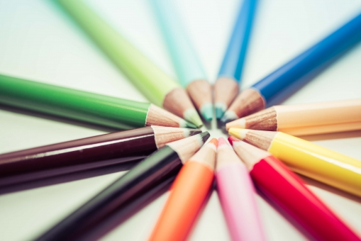 色えんぴつ カラフル カラー 色鉛筆 芸術 フィルター 彩り 美術 アート 絵 ピクチャー ペンシル 芯 サークル イラスト 学校 筆記用具 塗り絵