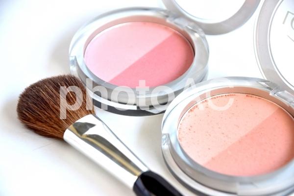 チークの色比較 ピンク系とナチュラルベージュの写真
