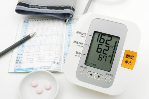 血圧計 血圧 高血圧 測定 記録 手帳 血圧手帳 治療 降圧薬 薬 健康維持 医療 病院 自宅 老化 ストレス 高塩分 動脈硬化 生活習慣病 健康