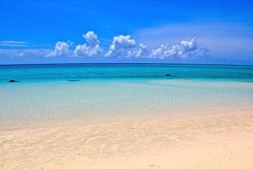白い砂浜のビーチの写真
