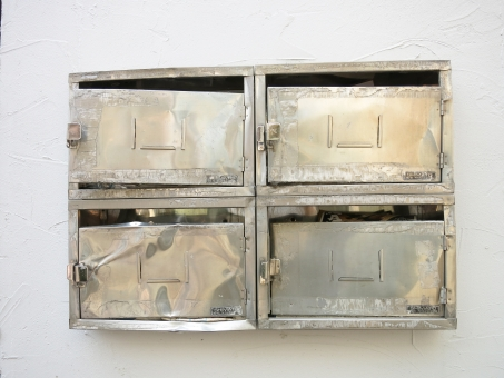 シルバー 破損 メタル 銀 郵便 アパート マンション 金属 ハード 鍵 ボコボコ 歪 暴力