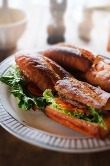 バインミー ばいんみー banhmi フランスパン フランスパンサンド フランスパンサンドイッチ ベトナム風サンドイッチ サンドイッチ sandwich バゲット baguette なます レタス レバーペースト ベトナム料理 ベトナム