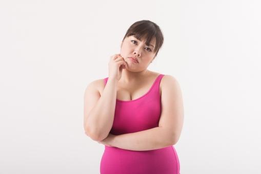 日本人 女性 ぽっちゃり 肥満 ダイエット 痩せる 痩せたい 目標 ビフォー アフター 太っている 太り気味 メタボ メタボリックシンドローム 脂肪 体系 ボディー 白バック 白背景 ポーズ ポージング 広告 アップ 困っている 悩んでいる 心配している どうしよう 考えるポーズ 知りたい 顎に手をおく mdjf020