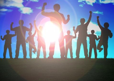 成功 挑戦 希望 充実 合格 やる気 チャレンジ 将来 未来 野望 野心 群衆 シルエット 逆光 光 情熱 サクセス 達成 ガッツ 喜び よろこび 感動 うれしい 嬉しい 楽しい 満足 歓声 意欲 モチベーション サクセスストーリー