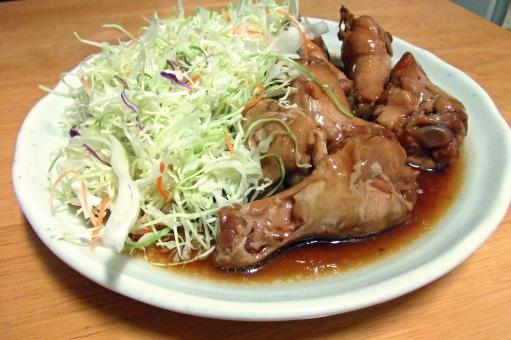 鶏 にわとり ニワトリ チキン 手羽元 手羽もと 肉 肉類 照り焼き 焼き物 キャベツの千切り 野菜 ベジタブル ミート 食べ物 食品 料理 調理 グルメ 食 食卓 食料品 食糧 皿 食器 テーブル 肉野菜 食事の風景 食卓の風景