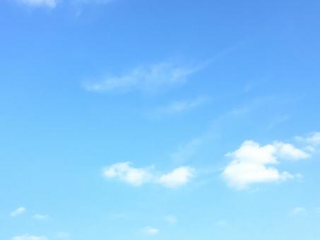 空 青 白 雲 晴れ 爽やか 希望 穏やか コピースペース テクスチャ 背景 癒し リラックス そよ風 気流 太陽 気持ちいい 晴天