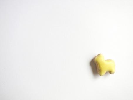 どうぶつ 動物 ようち 幼稚 イエロー 馬 かわいい やさしい 甘い 子供 赤ちゃん ベビー キッズ クッキー ビスケット 黄色 お菓子 背景