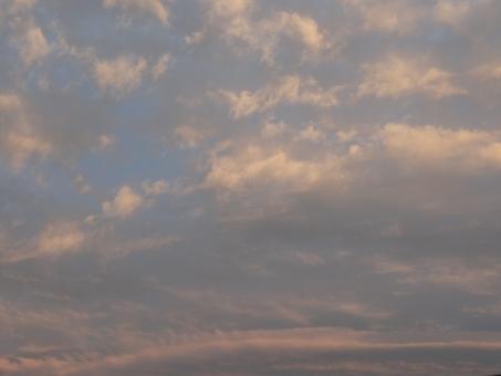 夕焼け 夕やけ 日没 日没前 夕方 雨上がり サンセット 梅雨 梅雨空 お天気 空模様 天気 羽ばたく 天気予報 遠足 出張 赤い 赤い空 帰宅 帰社 回復 回復傾向 晴れ間 夕飯 夕食 晩飯 晩御飯 家事 食卓 支度