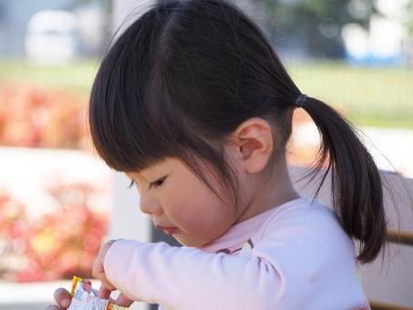 日本人 女の子 子供 子ども 女児 三歳 3才 3才 公園 confectionery park girl child kids japanese smile 幼児 園児