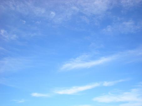 青空 空 雲 青 自然 風景 景色 屋外 外 野外 筋雲 筋状 白 爽やか さわやか 清々しい 背景 背景素材 バックグラウンド SKY 大空 お天気 晴れ 晴天 見上げる 雲の表情