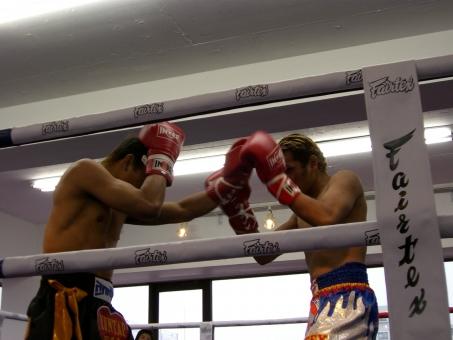 ムエタイ ボクシング ジム ムエタイジム ボクシングジム スポーツ スポーツジム 施設 屋内 リング スパーリング 健康 ダイエット フィットネス エクササイズ トレーニング 運動 グローブ 鍛える 筋肉 やせる タイ バンコク キックボクシング