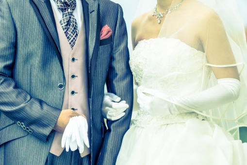 新婚 夫婦 結婚 カップル 結婚式 ウェディング ウェディングドレス タキシード 幸せ 愛 誓い ブライダル 男性 女性 人物