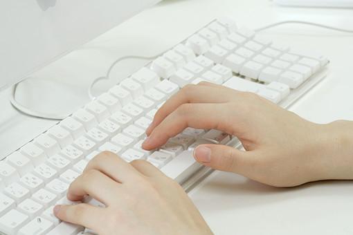 マウス キーボード パソコン IT 白 オフィス コンピュータ 情報 テーブル ビジネス PC パーソナルコンピューター タイピング 事務 事務処理 office 会社 仕事 作業 勤務 働く Job インターネット Internet 特技 趣味 得意 秘書 手 両手
