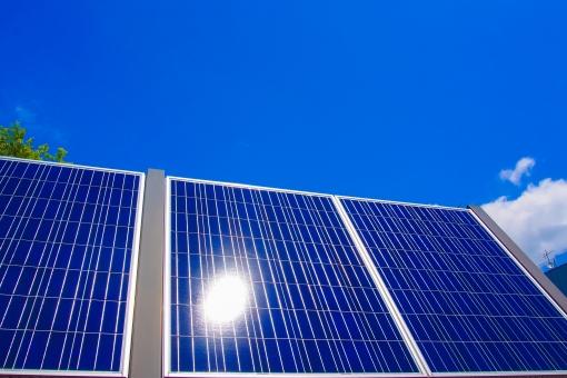 ソーラーパネル 発電 自然エネルギー 太陽光発電 ソーラー 大規模 クリーンエネルギー 電園 太陽電池 電気 蓄え 青空 晴れ 光 炎天下 ギラギラ 電力 電力会社 電気自由化 事業 設置 未来 次世代 発電所 ボルト アンペア 電流 電圧 ワット 供給 エネルギー エナジー パワー 田舎 広大 効率 エコ エコロジー スマート オール電化 日差し 日照 地球に優しい 環境 環境問 資源 atohs