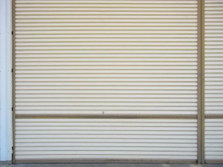 シャッター 金属 テクスチャー 重い シマシマ 鍵 下ろす 閉める 閉店ガラガラ 倒産 シャッター街 防犯