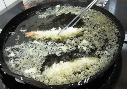 花咲 京料理 エビ天 天ぷら おいしい 巻き上げる 揚げ 油 調理中