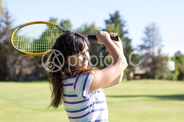 テニスラケットと女性2の写真