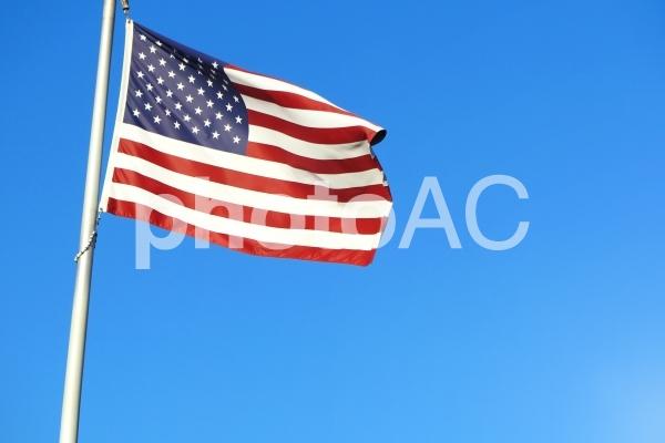 青空と星条旗の写真