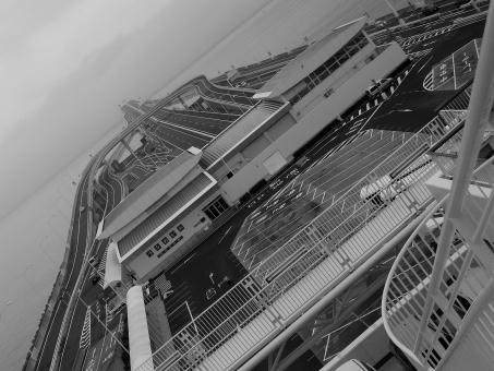 海ほたる 海 ほたる ホタル モノクロ 要塞 道路 東京湾 高速
