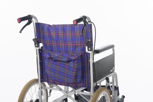車椅子 車いす 車イス 白バック 白背景 背面  タイヤ 椅子 車輪 取手 一台  青 介護 不自由 医療 療養 医療器 障害 移動 福祉 用品  病院 ホスピタル 介助 手動
