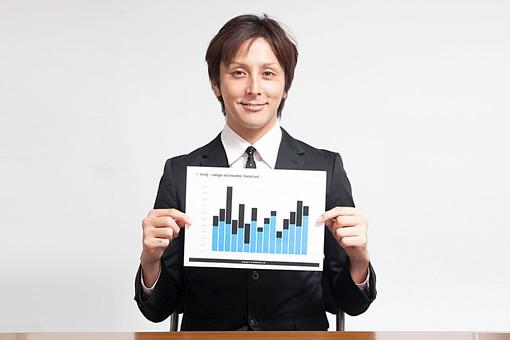 人物 日本人 男性 若い 若者   20代 サラリーマン ビジネスマン 屋内 白バック   白背景 会社 オフィス 書類 報告書  レポート 作成 グラフ 売上げ 成績 アップ 見せる 正面 笑顔 棒グラフ 営業成績 オーバーリアクション  mdjm009