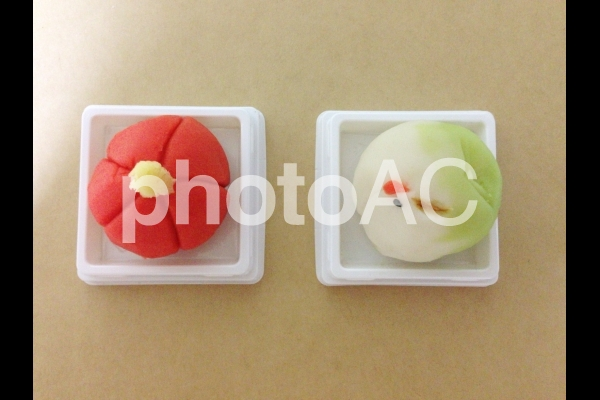 和菓子 梅と鶴の写真