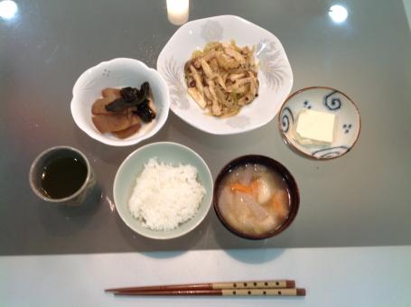 介護食 健康食 バランス食 夕食 老人食 管理栄養士 調理師 献立 メニュー 病院 配膳 和食 料理 調理 味噌汁 豆腐 ごはん