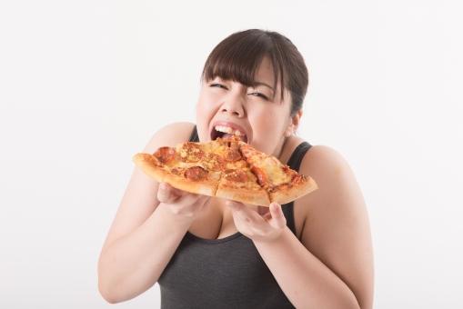 日本人 女性 ぽっちゃり 肥満 ダイエット 痩せる 痩せたい 目標 ビフォー アフター 太っている 太り気味 メタボ メタボリックシンドローム 脂肪 体系 ボディー 白バック 白背景 食べ物 食事 ピザ カロリー 食べ過ぎ 大食い Lサイズ 誘惑 食べる 食べている おいしい 我慢できない 正面 口を開ける 満足 mdjf020