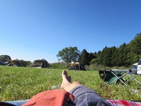 テント キャンプ オートキャンプ キャンプ場 バーベキュー bbq アウトドア 女の子 子ども こども キッズ 芝生 家族 ファミリー 開放感 リラックス 癒し