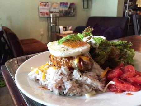 カフェ 飲食 店 店内 ロコモコ 卵 トマト プレート ランチ ハンバーグ 自由が丘 ワンプレート チーズ 休日 ブランチ 美味しい おしゃれ オシャレ