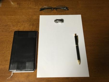 紙 ノートパソコン 筆記帳 静物画 作文 企業 本 文書 教育 事務所 注意 机 ページ 書き込み テーブル 鉛筆 ペン 白紙 老後 予想図 夢 計画
