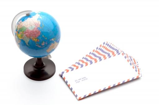 エアメール 郵便 国際郵便 地球 地球儀 ビジネス 手紙 ビジネスレター グローバル コミュニケーション 国際社会 世界 世界地図 地図 レター 海外 郵送 配送 配達 発送 ライフスタイル